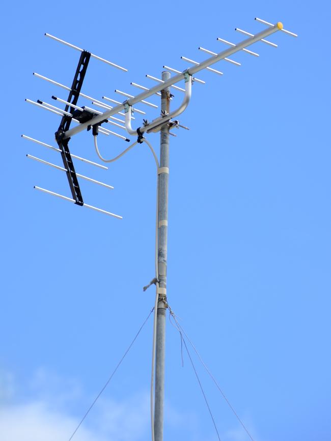 地上デジタルアンテナ(UHF)1方向屋根馬設置