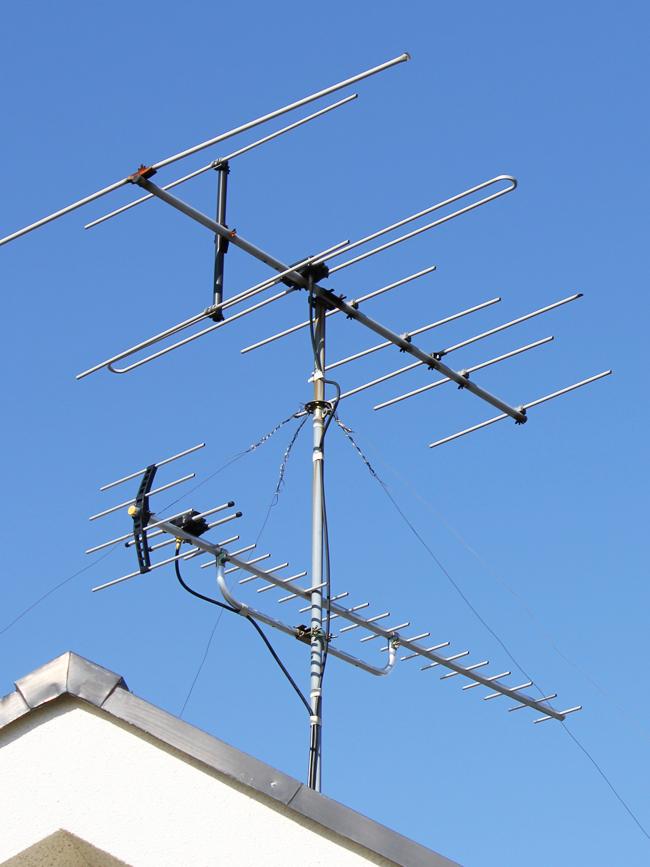 地上デジタルアンテナ(UHF)2方向屋根馬設置